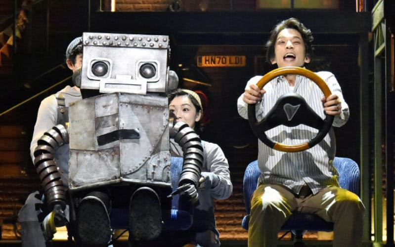 四季の新作「ロボット・イン・ザ・ガーデン」の1場面(阿部 章仁撮影)