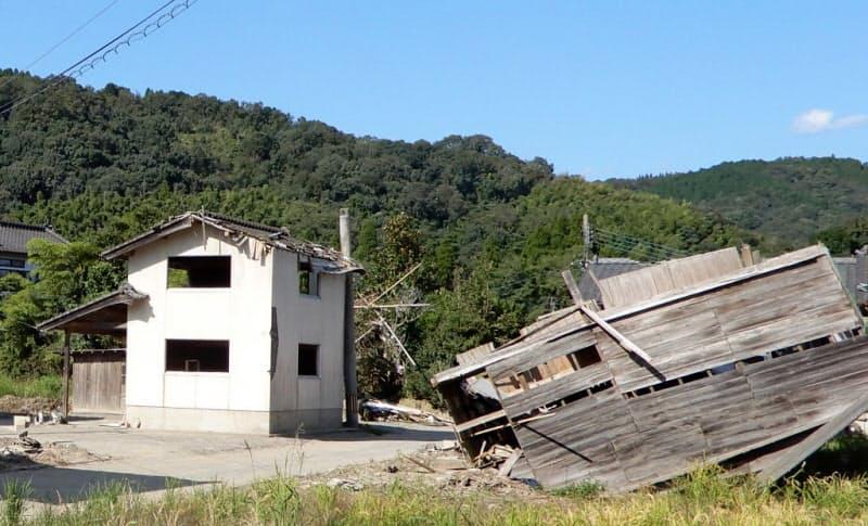 熊本県球磨村の住宅街は壊れた家が多く、閑散としていた(9月29日)