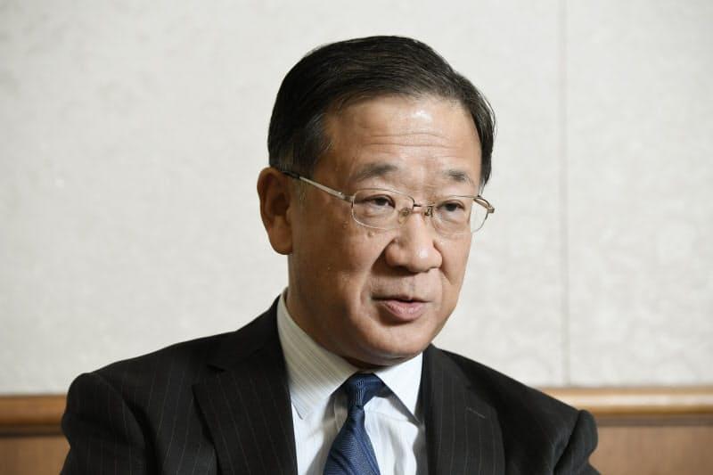 インタビューに応じた公取委の古谷委員長