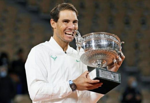 全仏オープン男子シングルスで4連覇したナダル=ゲッティ共同