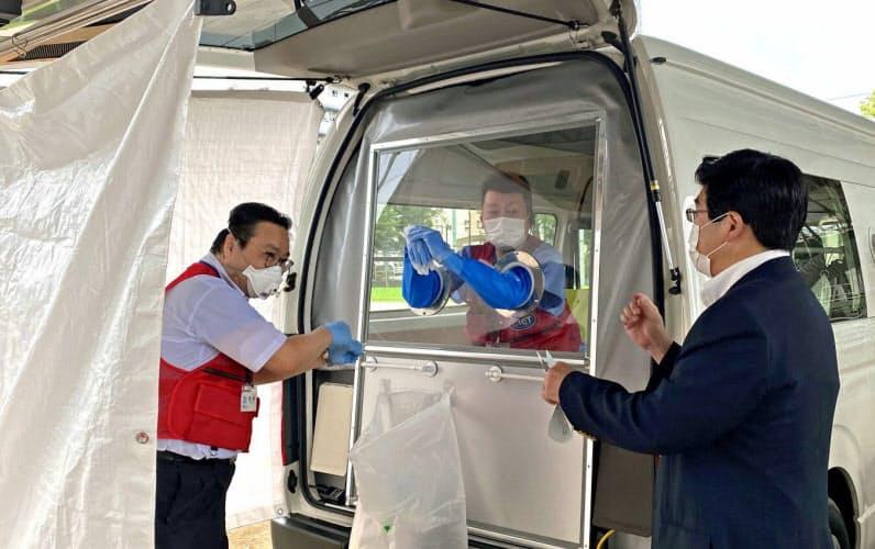 墨田区では、PCR検査用車両なども活用し積極的に検査できる体制を整備している(墨田区提供)