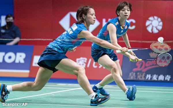 女子ダブルスで決勝に進んだ福島(左)、広田組(17日、オーデンセ)=Scanpix・AP