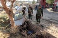 アフガニスタンの治安は依然として不安定だ(3日、東部ナンガルハル州で自爆攻撃が起きた現場)=ロイター