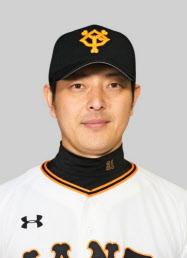 巨人の岩隈久志投手=共同