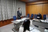 デジタル化のPTであいさつする鳥取県の平井知事