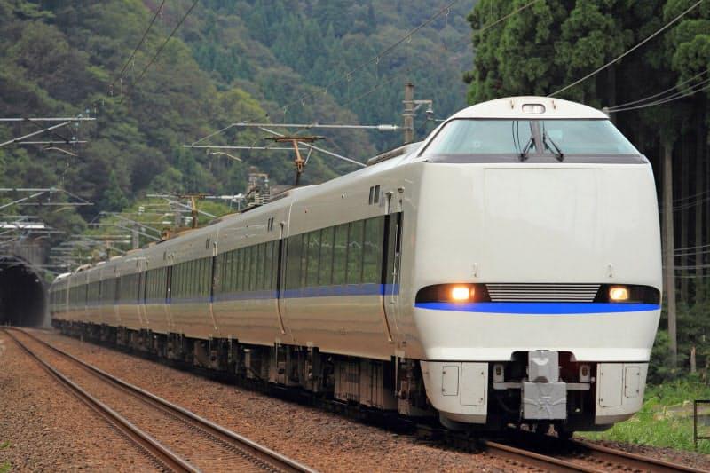 大阪市内から金沢や富山まで割安で乗車できる(大阪と北陸を結ぶ特急「サンダーバード」)