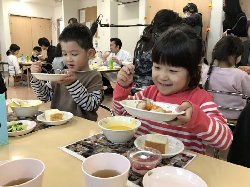 シェフによる給食を楽しんだ(19日、東武第二保育園)