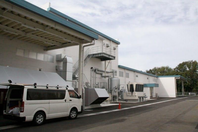 完成したクラレクラフレックスの岡山第2工場(19日、岡山市)