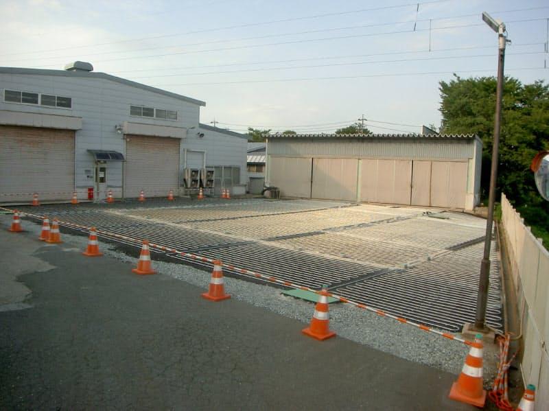 駐車場に設置した帯水層蓄熱冷暖房システムに使うパイプ(山形市)
