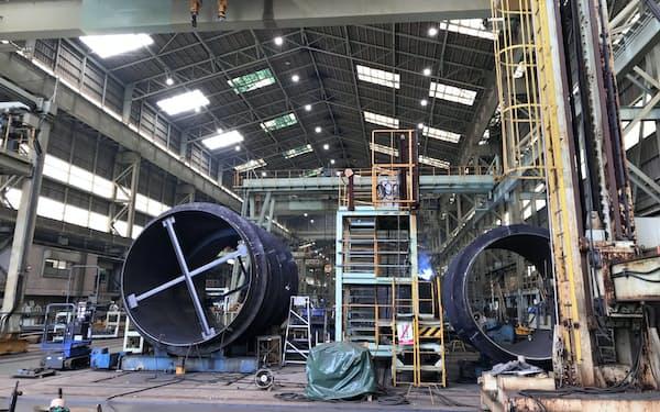 日立造船は直径十数メートルの大型掘進機に強みを持つ(大阪府堺市の工場)