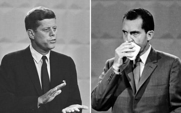 ケネディ氏(写真左)とニクソン氏(1960年)=AP