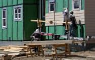 米住宅市場は活況が続いている(米コロラド州の住宅建設現場)=ロイター