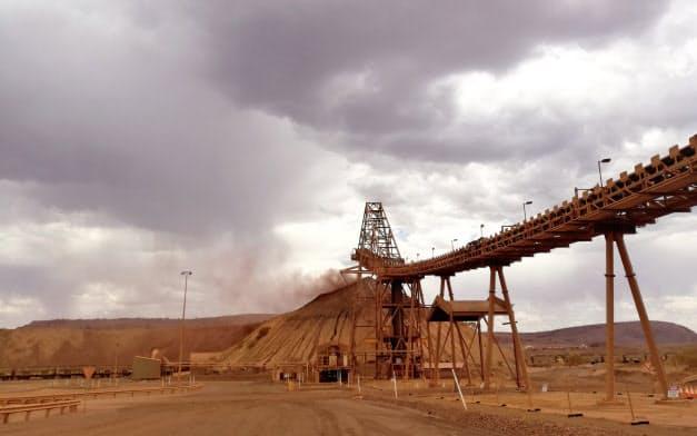 鉄鉱石生産量は前年同期比7%増(西オーストラリア州の鉄鉱石鉱山)