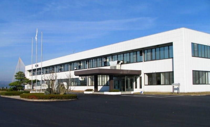 自動車などに使う抵抗器の生産を拡大する(石川県中能登町の本社工場)