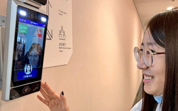 「笑顔」で入室できるキヤノンの入退室管理システム(北京、20日)