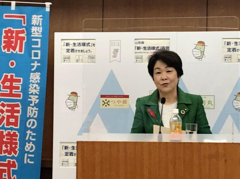 新型コロナの新たな医療体制について説明する山形県の吉村美栄子知事(20日、県庁)