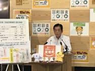 記者会見する中村時広・愛媛県知事(15日、県庁)