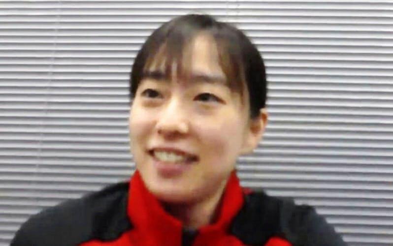 オンラインで取材に応じる石川佳純(20日)=共同