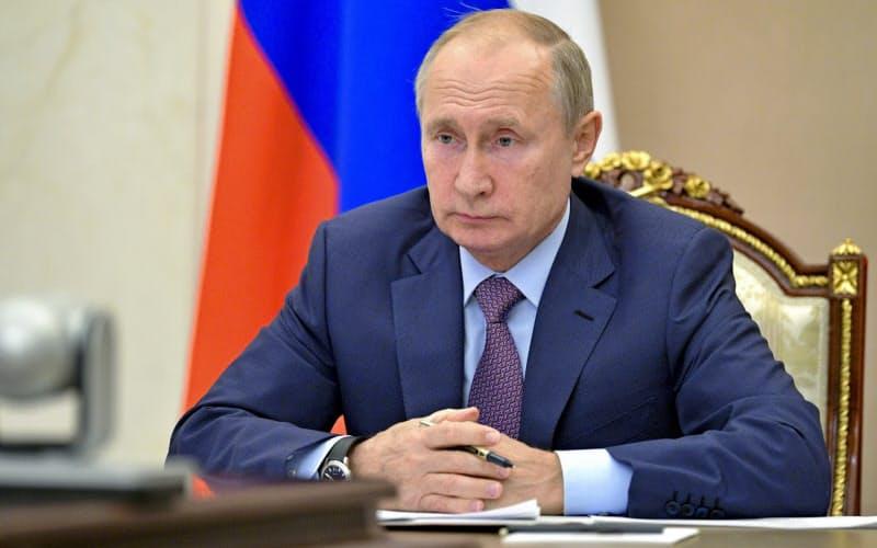 プーチン氏は来年2月に期限が切れる新STARTを無条件で1年延長するように提案していた(写真は14日、モスクワ郊外)=AP