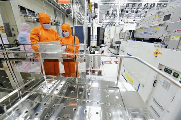 SKハイニックスがインテル事業買収で、メモリー再編の主役に躍り出た(韓国の半導体工場)
