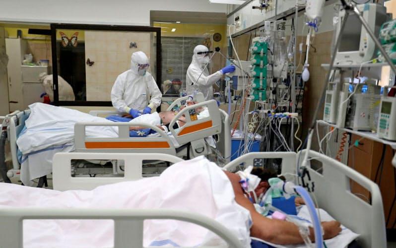 中東欧では医師不足が深刻化している(チェコのプラハ郊外、スラニーの病院)=ロイター