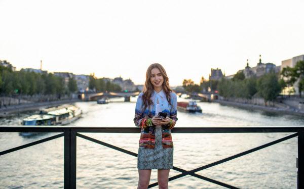 10月に配信したドラマ「エミリー、パリへ行く」は米欧で視聴数の上位につける