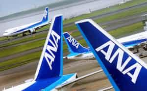 羽田空港に駐機する全日空機