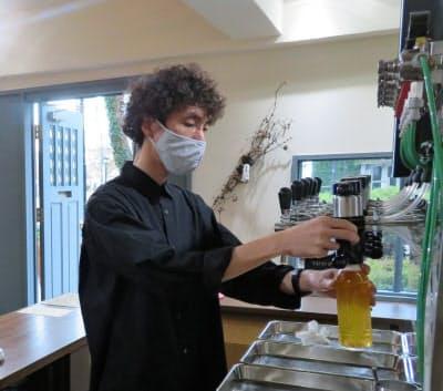 「エンデバー TO GO 二十間坂」は持ち帰り用にクラフトビールを量り売りする(北海道函館市)