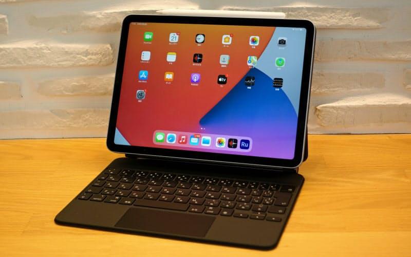 本体カバー兼用キーボードを装着した新型iPad Air