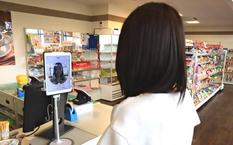 本社内のコンビニで顔と音声による認証技術の実証実験を重ねてきた(兵庫県姫路市)
