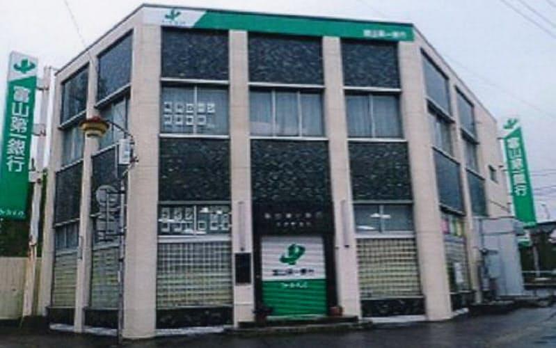 少人数店舗のモデル店として改装を予定する大沢野支店(富山市)