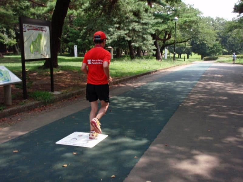 走行距離はランナーが自己申告する(多くのランナーが集まる狭山市内の公園)