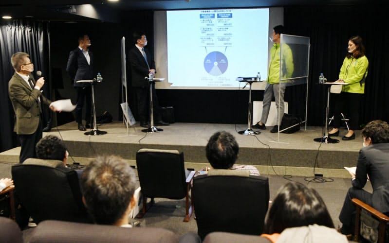 賛否両派が登壇し行われた公開討論会(21日、大阪市淀川区)