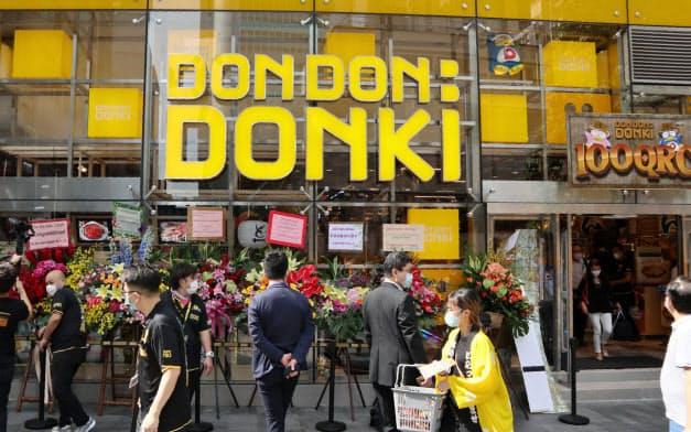 15日、香港島の金融街セントラルに初出店した「ドンドンドンキ」