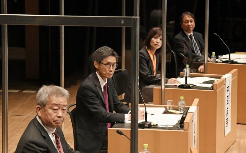 討論する(左から)澤田、広瀬、中空、岩田の各氏(21日、東京・大手町)