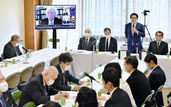 自民党本部で開かれた日本学術会議の在り方を検証するプロジェクトチームの会合(21日午後、東京・永田町)=共同