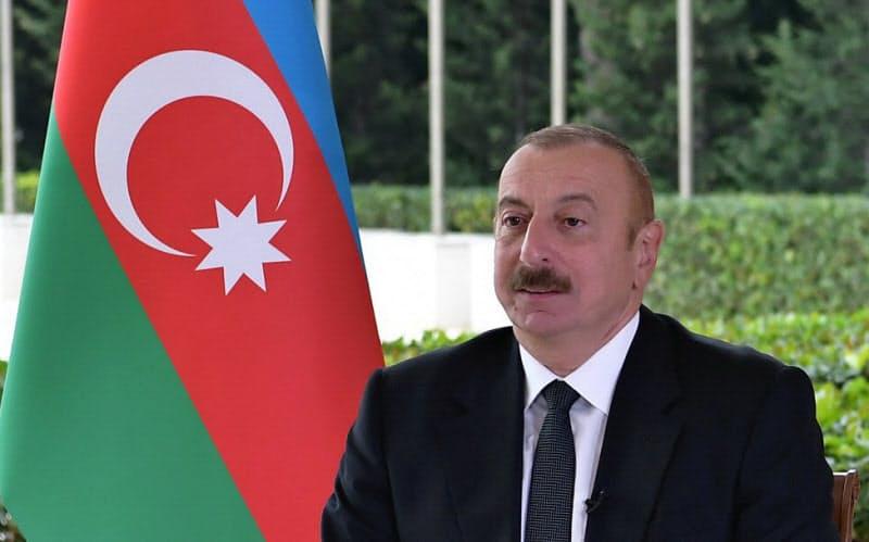 取材に応じるアリエフ大統領(21日、バクー)=アゼルバイジャン大統領府提供