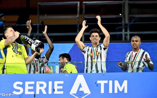 イタリアのサッカー1部リーグ、セリエAにも投資ファンドが触手を伸ばしている(トリノ)=ロイター