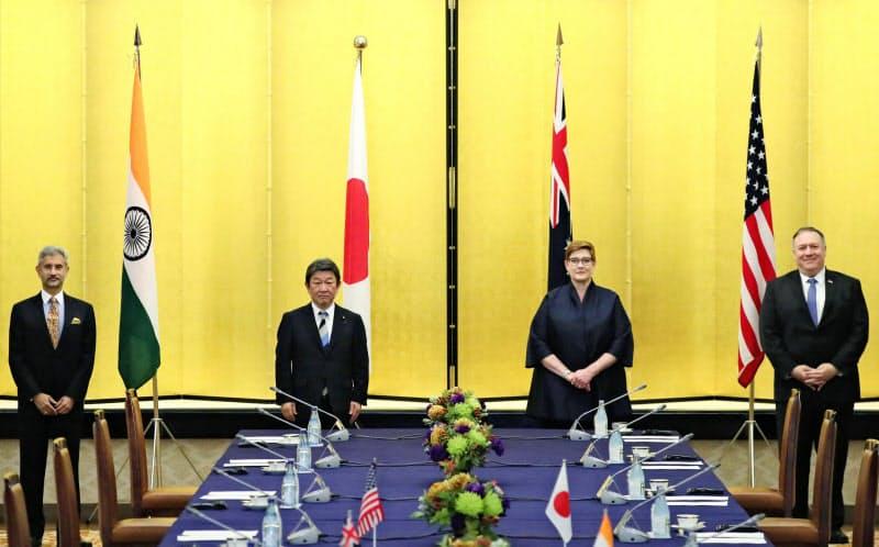 中国の台頭を警戒する米国は「自由で開かれたインド太平洋」構想の実現を推し進める(6日に東京で開いた日米豪印4カ国の外相会合)=代表撮影・共同