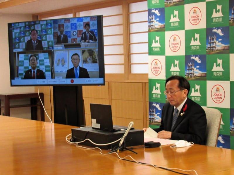 青森県庁の会議室から参加した青森県の三村申吾知事(22日)