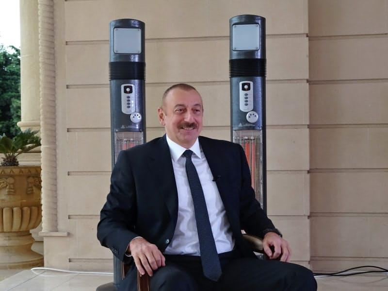 取材に応じるアリエフ大統領(21日、バクー)