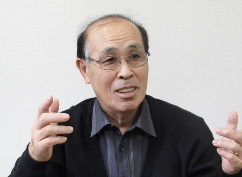 取材に応じる上田道博・神恵内村商工会会長(21日、神恵内村)