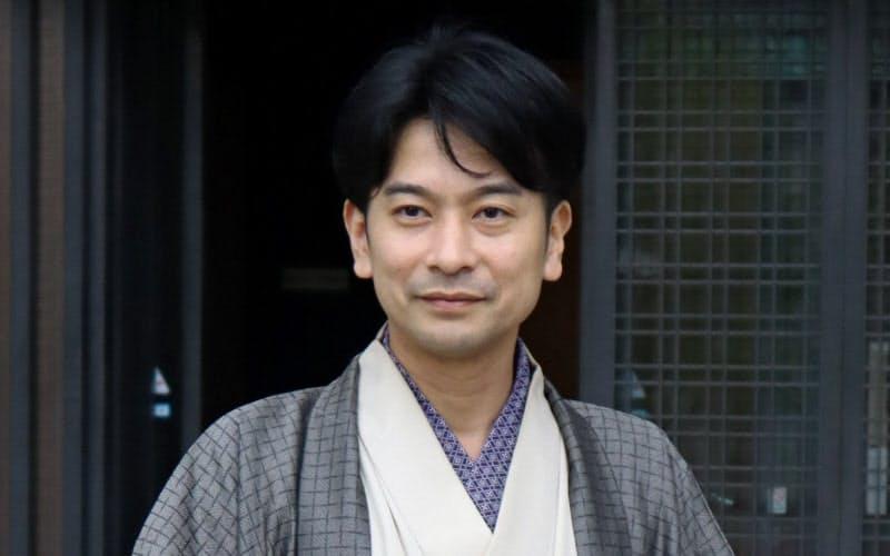 講談師の旭堂南龍