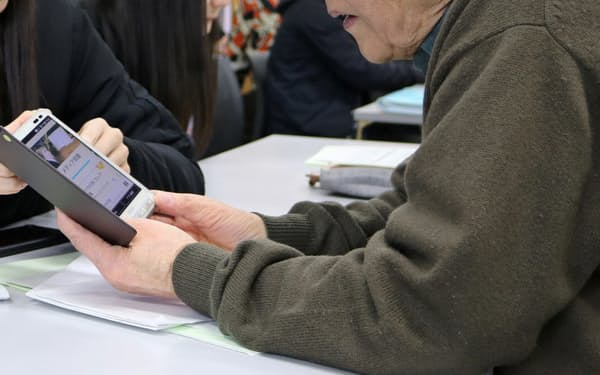 スマホなどデジタル機器を利用するシニアは増えているが…