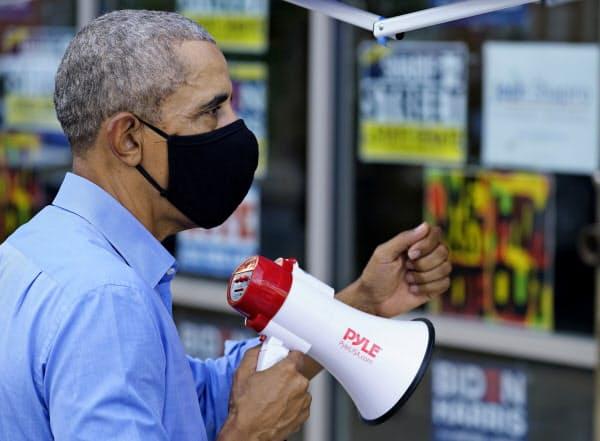 民主党のオバマ前大統領も激戦州入りし、期日前投票を有権者に呼びかけた(21日、ペンシルベニア州)=AP
