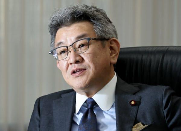 武田総務相は主力ブランドでの料金引き下げを改めて求めた