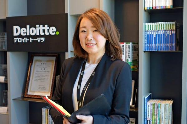 デロイトトーマツグループの望月恵さんは秘書と法務部を兼務している