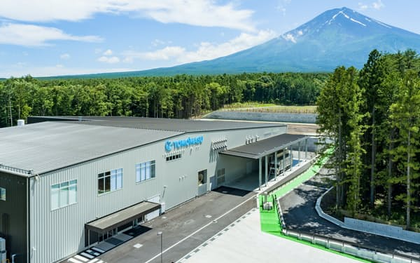 友桝飲料は富士吉田市に炭酸水などを製造する新工場を設立した