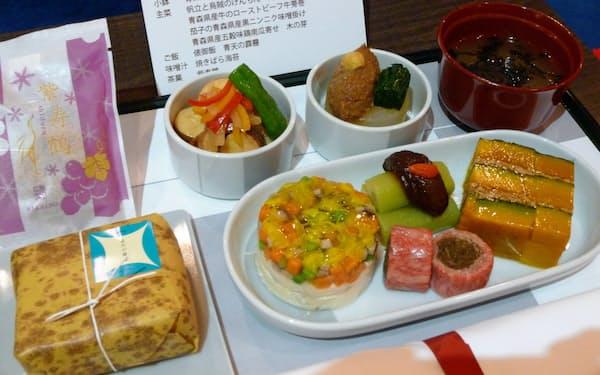 星野リゾート青森屋がプロデュースした機内食(夕食)。3種用意する
