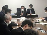 新型コロナウイルス対策本部会議で発言する浜田省司知事=中央(23日、高知県庁)